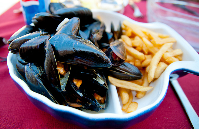 Enjoy Seafood for Brunch at Mussel Bar and Grille